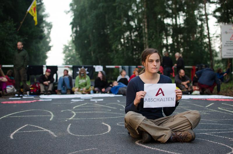 Atomkraftgegner_innen blockieren die Brennelementefabrik in Lingen